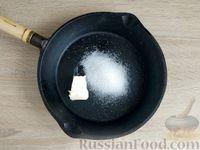 Фото приготовления рецепта: Жареная дыня с шоколадом и грецкими орехами - шаг №3