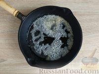 Фото приготовления рецепта: Жареная дыня с шоколадом и грецкими орехами - шаг №4