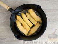 Фото приготовления рецепта: Жареная дыня с шоколадом и грецкими орехами - шаг №5