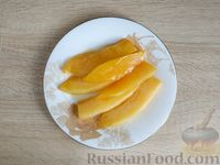 Фото приготовления рецепта: Жареная дыня с шоколадом и грецкими орехами - шаг №6