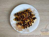 Фото приготовления рецепта: Жареная дыня с шоколадом и грецкими орехами - шаг №8