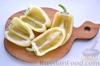 Фото приготовления рецепта: Перец, фаршированный кабачками, тушенный со сметаной и зеленью - шаг №2