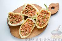 Фото приготовления рецепта: Перец, фаршированный кабачками, тушенный со сметаной и зеленью - шаг №9