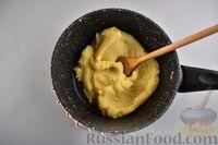 Фото приготовления рецепта: Сырные профитроли - шаг №5
