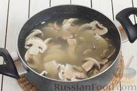 """Фото приготовления рецепта: Щи """"Монастырские"""" со свежей капустой и грибами - шаг №4"""