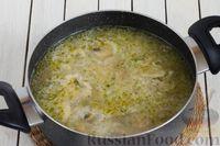 """Фото приготовления рецепта: Щи """"Монастырские"""" со свежей капустой и грибами - шаг №10"""