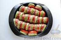Фото приготовления рецепта: Кабачки с помидорами и фаршем, запеченные со сметаной и кетчупом - шаг №8
