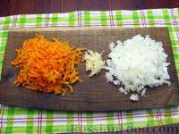 Фото приготовления рецепта: Куриные сердечки, тушенные с морковью и яблоками - шаг №3