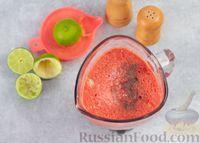 Фото приготовления рецепта: Арбузный гаспачо с овощами, лаймом и имбирем - шаг №6