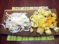 Фото приготовления рецепта: Куриная печень с яблоком и сладким перцем - шаг №2