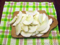 Фото приготовления рецепта: Куриная печень с яблоком и сладким перцем - шаг №7