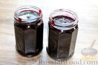 Фото приготовления рецепта: Варенье из черники и чёрной смородины - шаг №9