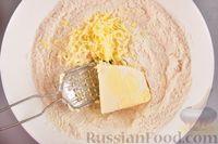 Фото приготовления рецепта: Насыпной пирог с ежевикой - шаг №3