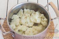 Фото приготовления рецепта: Салат с цветной капустой, грецкими орехами и зеленью - шаг №3
