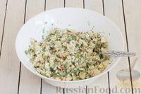 Фото приготовления рецепта: Салат с цветной капустой, грецкими орехами и зеленью - шаг №8