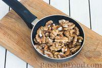 Фото приготовления рецепта: Салат с цветной капустой, грецкими орехами и зеленью - шаг №5