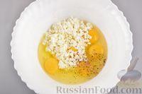 Фото приготовления рецепта: Яичный рулет с творогом и начинкой из сладкого перца - шаг №6