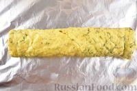 Фото приготовления рецепта: Яичный рулет с творогом и начинкой из сладкого перца - шаг №14