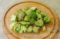 Фото приготовления рецепта: Киш с брокколи в яично-сырной заливке и беконом - шаг №4