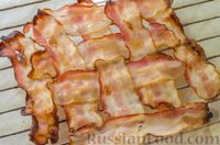 Фото приготовления рецепта: Киш с брокколи в яично-сырной заливке и беконом - шаг №11