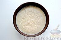 Фото приготовления рецепта: Дрожжевой пирог с малосольными огурцами и варёными яйцами - шаг №4