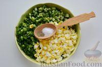 Фото приготовления рецепта: Дрожжевой пирог с малосольными огурцами и варёными яйцами - шаг №12