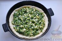 Фото приготовления рецепта: Дрожжевой пирог с малосольными огурцами и варёными яйцами - шаг №18