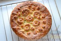 Фото приготовления рецепта: Дрожжевой пирог с малосольными огурцами и варёными яйцами - шаг №24