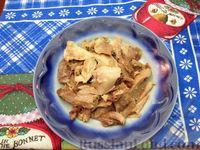 Фото приготовления рецепта: Куриный суп с шампиньонами и баклажанами - шаг №4