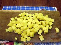 Фото приготовления рецепта: Куриный суп с шампиньонами и баклажанами - шаг №7