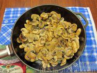 Фото приготовления рецепта: Куриный суп с шампиньонами и баклажанами - шаг №6