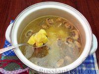 Фото приготовления рецепта: Куриный суп с шампиньонами и баклажанами - шаг №8