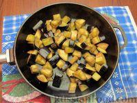 Фото приготовления рецепта: Куриный суп с шампиньонами и баклажанами - шаг №13