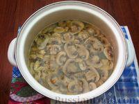 Фото приготовления рецепта: Куриный суп с шампиньонами и баклажанами - шаг №9