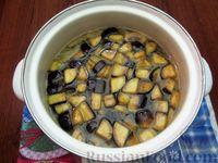 Фото приготовления рецепта: Куриный суп с шампиньонами и баклажанами - шаг №14