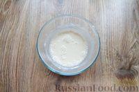 Фото приготовления рецепта: Дрожжевые пирожки с лисичками, яйцами и зелёным луком (в духовке) - шаг №9
