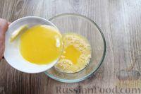 Фото приготовления рецепта: Дрожжевые пирожки с лисичками, яйцами и зелёным луком (в духовке) - шаг №11