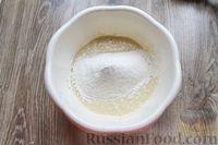 Фото приготовления рецепта: Дрожжевые пирожки с лисичками, яйцами и зелёным луком (в духовке) - шаг №14