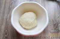 Фото приготовления рецепта: Дрожжевые пирожки с лисичками, яйцами и зелёным луком (в духовке) - шаг №15