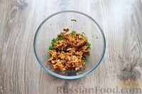 Фото приготовления рецепта: Дрожжевые пирожки с лисичками, яйцами и зелёным луком (в духовке) - шаг №5