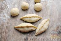 Фото приготовления рецепта: Дрожжевые пирожки с лисичками, яйцами и зелёным луком (в духовке) - шаг №19