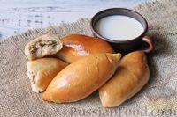 Фото приготовления рецепта: Дрожжевые пирожки с лисичками, яйцами и зелёным луком (в духовке) - шаг №23