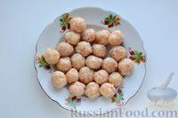 Фото приготовления рецепта: Суп с куриными фрикадельками, кабачками и вермишелью - шаг №6
