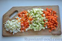 Фото приготовления рецепта: Суп с куриными фрикадельками, кабачками и вермишелью - шаг №7