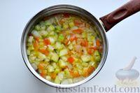 Фото приготовления рецепта: Суп с куриными фрикадельками, кабачками и вермишелью - шаг №9
