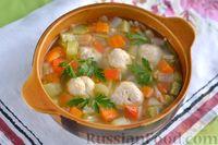 Фото приготовления рецепта: Суп с куриными фрикадельками, кабачками и вермишелью - шаг №13
