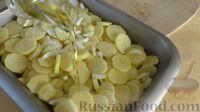 Фото приготовления рецепта: Картофель с чесноком в духовке - шаг №4