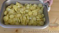 Фото приготовления рецепта: Картофель с чесноком в духовке - шаг №5