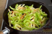 Фото приготовления рецепта: Картошка, жаренная со сладким перцем - шаг №9