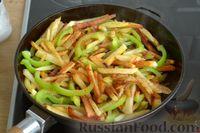 Фото приготовления рецепта: Картошка, жаренная со сладким перцем - шаг №10